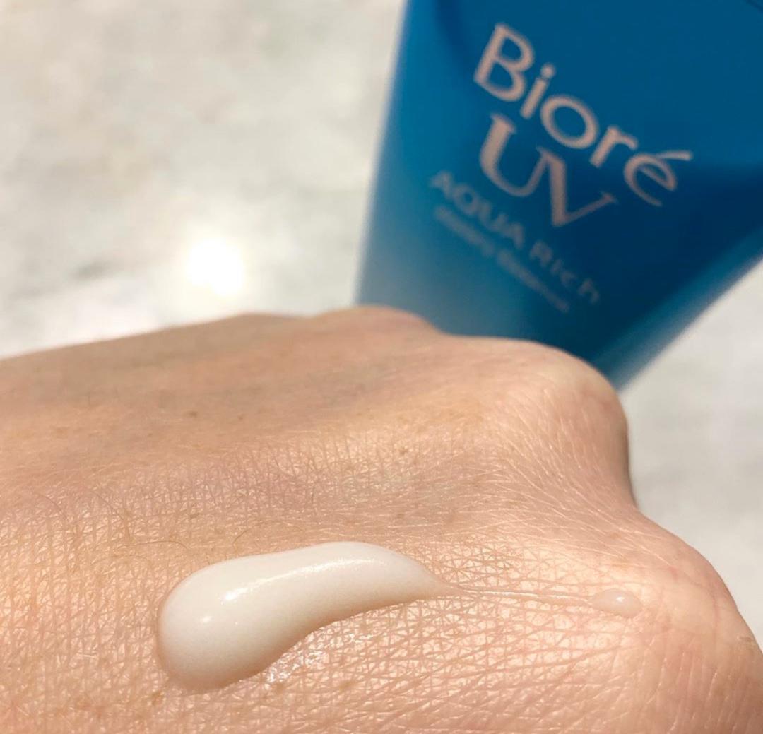 Солнцезащитный флюид для лица Biore UV Aqua Rich SPF50+